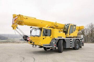 liebherr-ltm-1040-2-1-liccon2-driving-position-front-left